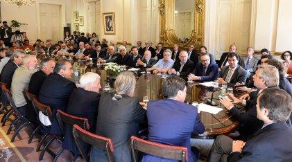 """Una foto para el FMI: Gobierno, patrones y burócratas """"solidarios"""" con la deuda"""