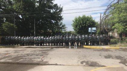 Brutal represión de Gendarmería a estudiantes de la Universidad de Río Negro