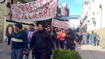 Trabajadores del ingenio Santa Bárbara reclamaron en el centro por sus puestos de trabajo