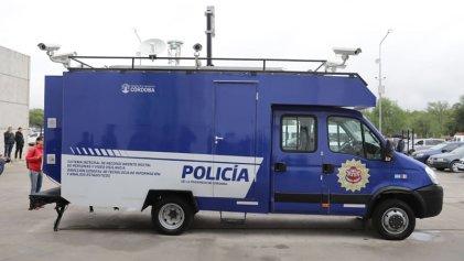 Córdoba: sonría, la Policía lo está filmando