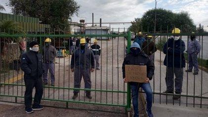 Trabajador de IDM San Lorenzo se encadena contra el maltrato laboral
