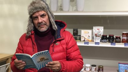 """Fabián Casas: """"Todo lo que escribo, aunque sea sobre una manzana, es político"""""""