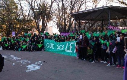 Nuevo pañuelazo en Viedma a favor del aborto legal