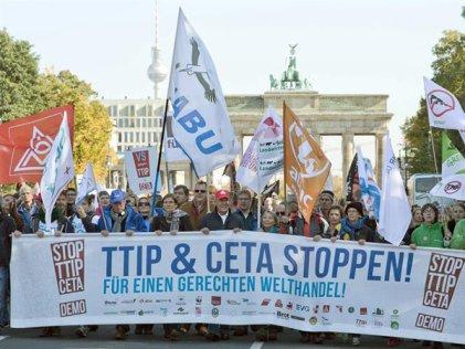 Berlín: 250.000 personas marchan contra el tratado comercial TTIP