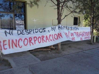 Urgente: intento de desalojo a trabajadoras de la limpieza de la Universidad del Comahue