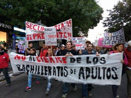 La Plata: nueva movilización en defensa de los Bachilleratos para adultos