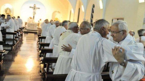 """Los obispos están nerviosos: """"Nos atacan, tenemos que unirnos y cuidarnos entre nosotros"""""""