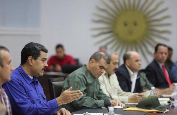 Venezuela elegirá gobernadores el 15 de octubre en clima de negociaciones